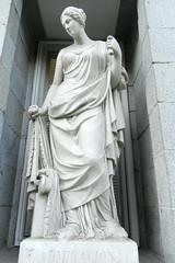 admiración  alegoria en escultura  en la fachada Museo del Prado Madrid 08 (Rafael Gomez - http://micamara.es) Tags: madrid en españa del la spain prado museo fachada alegoria admiración