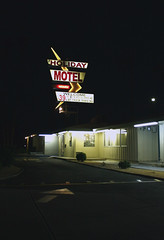 Holiday Motel (Spebak) Tags: california old classic sign night canon motel socal southerncalifornia canondslr indio californiadesert canon30d spebak