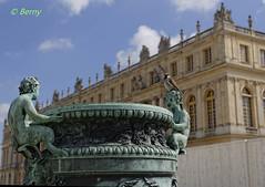 Pose  Versailles  -  Pose in Versailles (bernard78br) Tags: france canon eos ledefrance muse 50mm14 versailles dxo iledefrance 6d yvelines chateaudeversailles castleofversailles monumenthistorique eos6d lightroom5 objectifsreflex