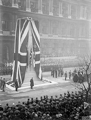 London's WW1 Cenotaph unveiling ceremony 11 Nov 1920 (Peer Into The Past) Tags: england photography blackandwhite vintage honorthefallen 1920 cenotaph warmemorial memorial london history wwi ww1 worldwarone