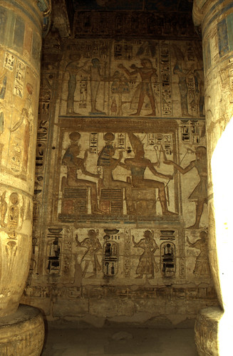 "Ägypten 1999 (451) Theben West: Medinet Habu • <a style=""font-size:0.8em;"" href=""http://www.flickr.com/photos/69570948@N04/30174848093/"" target=""_blank"">View on Flickr</a>"