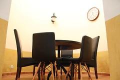 Mesas de Diferentes Tamaos En la Cocina (brujulea) Tags: brujulea albergues herrera pisuerga palencia albergue mesas diferentes tamanos cocina