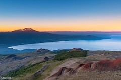 Sunrise at the volcán Calbuco (Captures.ch) Tags: black blue chile clear cold ensenada gray lagollanquihue lake lakedistrict landscape magenta morning nature november2016 orange osorno perfect puertovaras red regióndeloslagos reservanacionalllanquihue sky sunrise travel violet volcán volcáncalbuco volcánosorno volcano white