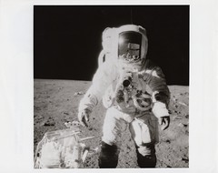 a12_v_bw_o_n (69-H-1779, AS12-49-7281) (apollo_4ever) Tags: mannedspaceflight apolloastronaut nasaastronaut humanspaceflight nasa rocketman charlesconradjr menonthemoon maninspace albean charlesconrad apolloxii secondmoonlandingmission manonthemoon lunarhorizon mooncamera apollospaceprogram moonmissions glossyphoto seb12100030 omegaspeedmaster moonwatch nasavelcro plss betacloth a7l lunarsurface datacamera hasselblad500eldatacamera űrhajós projectapollo apolloprogram extravehicularactivity surveyor3 spacerace moonmission oceanofstorms alanbean peteconrad moonwalk apollo12