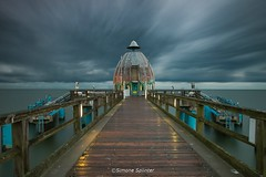 Tauchgondel Sellin (Simone Splinter Fotografie) Tags: langzeitbelichtung inselrgen ostsee morgens wolken wolkenzug seebrcke ostseekste sellin ruegenisland balticsea morning clouds pier balticcoast sea mood herbst autumn time exposed dmmerung twilight germany architecture nd30