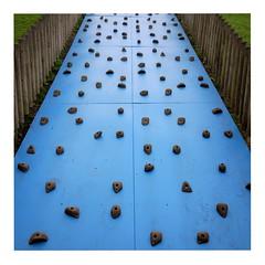Playground (ngbrx) Tags: bath somerset england playground spielplatz kletterwand blau blue grossbritannien great britain uk united kingdom vereinigtes knigreich climbing wall