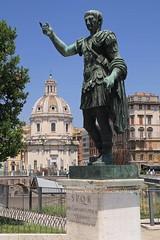 Rome, Trajan (blauepics) Tags: italien italy italia rom rome roma city stadt building gebude historical historisch unesco world heritage site weltkulturerbe sculpture skulpur statue caesar traiano trajan