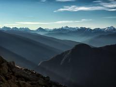 Sunrise on the summit (Ostseeleuchte) Tags: alpen alps southtyrol südtirol ahrntal italy italien sonnenstrahlen sunrays dunstig hazy holidaymemories urlaubserinnerungen