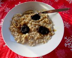 Breakfast (diffuse) Tags: oatmeal porridge prunes red white 116 nurseryrhyme spoon