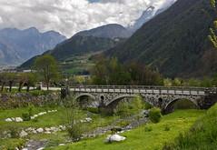 Splendidamente Trentino (Dr. Maus) Tags: panorama verde italia nuvole ponte trento prato trentino monti torrente roncegno