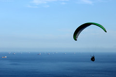 Paraglider (thalisb) Tags: blue praia beach azul barcos sopaulo ships horizon paraglider litoral horizonte sovicente