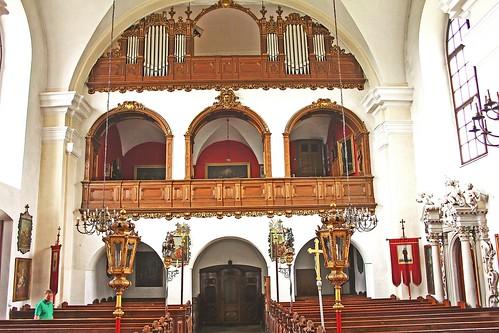 Artstetten. Schlosskirche. Langhaus mit Musikempore und Oratorium unterhalb