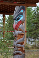 Yanydi (Wolf) Clan Pole (demeeschter) Tags: canada yukon territory teslin lake town heritage center native american tlingit historical museum art attraction
