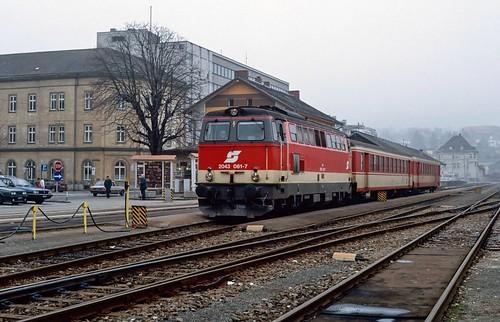 2043 061 at Linz Urfahr. Austria. 09/02/92.
