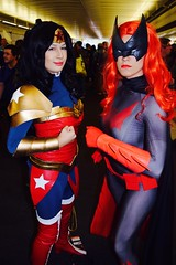 DSC_0438 (Randsom) Tags: nycc 2016 newyorkcomiccon nycomiccon javitscenter october nyc newyorkcity cosplay costume fun comicbooks comicconvention dccomics batmanfamily heroine superheroine spandex batwoman wonderwoman vinyl pvc duo redlips wig mask gloves female