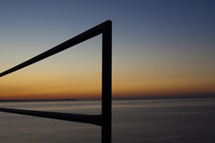 Lineas y mas lineas (KARNATION) Tags: karnation lines lineas amanecer sunrising orange naranja azul blue blau orangen mar mer sea mediterraneo valla