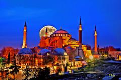 Night (EAO72) Tags: hagiasofia ayasofya sultanahmet moon fullmoon dolunay istanbul turkey trkiye goldenhour ay gece