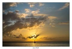 Suivez la flche (Laurent Asselin) Tags: ciel sunrise soleil leverdesoleil lumire paysage couleurs mer eau ocan guyane kourou