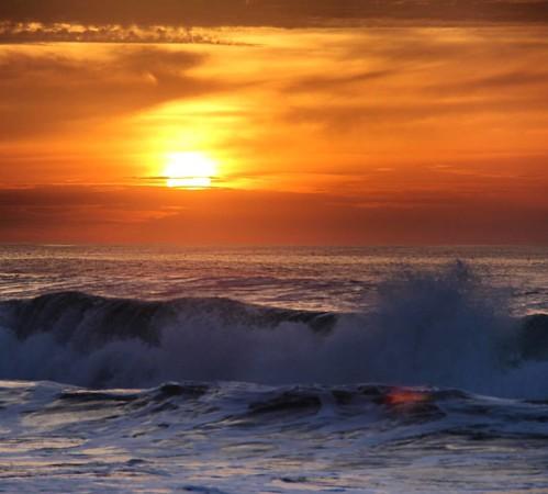 Cando levas o sol dentro, non importa se está chovendo alí fóra #praiadabarra #praia #solpor #luscofusco #saudade #sunset #aveiro #portugal #nortedeportugal #galizadosul #galegospolomundo #galegosnomundo #instagood #instagramers #viajar #viaxar #voyage #t