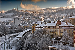 Snow and the city, La Chaux-de-Fonds. No. 4903. (Izakigur) Tags: flickr snow garden switzerland tchaux liberty izakigur feel europe europa dieschweiz lachauxdefonds jura