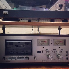 preserving some old #cassette #tapes via this mint 1976 #Pioneer deck CT-F8282 & actually just made a #mixtape for a friend - for the 1st time in YEARS. #analog #analogue #studio #hifi #coffeegram #picoftheday #cassettetape #vintagetape #newoldstock #1976