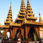 "Shwedagon Paya <a style=""margin-left:10px; font-size:0.8em;"" href=""http://www.flickr.com/photos/14315427@N00/6920987710/"" target=""_blank"">@flickr</a>"