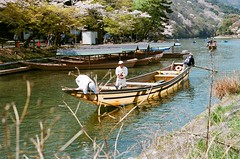 Arashiyama, a traditional boating way (tinanthony) Tags: contax 200 g1 planar g45 colorplus