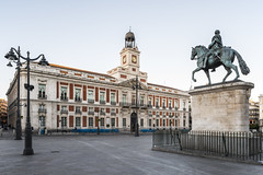 Puerta del Sol (jorge.alonsodejuan) Tags: madrid road street city light sky urban building sol statue sunrise lens landscape dawn puerta nikon cityscape angle wide first shift clear lampost d800