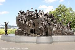 Monument irlandais (comiquaze) Tags: battleship croiseur cruiser cuirassé independance kphl museum pennsylvania pennsylvanie philadelphia phl pjiladelphie ships sousmarin submarine