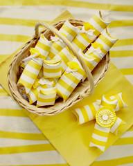 Cajitas con chuches (Sol Z.B.) Tags: birthday stilllife white blanco yellow craft amarillo gift cumpleaos manualidades regalitos desdearriba paquetes cartn rollodecocina planocenital cestademimbre paquetitos