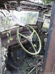 pave - Renault Monaquatre (Deux-Chevrons.com) Tags: auto car rust automobile neglected rusty voiture renault abandon coche rusted wreck derelict wrecked abandonned rouille pave monaquatre mona4 renaultmonaquatre