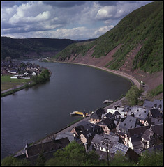 Example Long Expired Fujicolor NSP160S Film (Hans Kerensky) Tags: trip 120 tlr film rolleiflex river s example april expired cochem badly automat mosel 160 fujicolor 35a 2015 tessar plustek k4a opticfilm anywhitefieldtagbyflickrsspamtagbot
