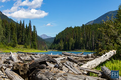 Wooden Lake (felix.hohlwegler) Tags: canada kanada rockies rockymountains canadianrockies canadianrockymountains lake sea mountainlake water wasser see bergsee outdoor berge mounatins wolken clouds rocks wood forest trees wald wlder tannen canon canoneos canoneos7d amerika america topoftheworld