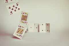 Kings' tale (Ayeshadows) Tags: cards kings 8 2 ♡ fallingcards diamonds spades clubs hearts dof closeup red white black nikkon playingcards