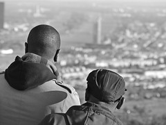 view over Vienna - sightseeing (heinzkren) Tags: wien vienna austria gäste besucher aussicht touristen ausblick kahlenberg view outlook people guests tourists visit stadt hauptstadt capital street streetfoto bw fascination mütze kappe cap firstview köpfe heads blackandwhite sightseeing biancoenero