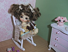 New rocking chair and dresser! (Ayla160 >^..^<) Tags: bear brown white ball chair doll teddy lulu little small curls bee curly wig tiny belle bjd rocking beatrice monique jointed lati insomesmallwayminis