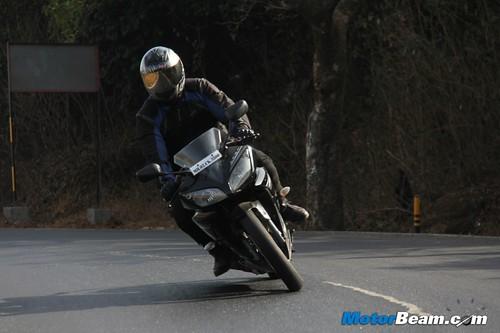 2013-Yamaha-R15-04
