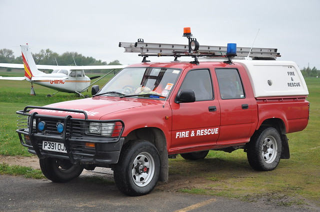 city red rescue field manchester fire airport jeep 4x4 air cover toyota vehicle 1997 service barton rapid airfield response intervention hilux rrv p391oja