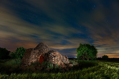 Cuco Manchego (raul_lg) Tags: tree night canon stars arbol noche spain arboles nubes estrellas nocturna cuco castillalamancha largaexposicion ap36 raullopez canon1635 5dmarkiii raullg