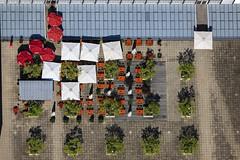 Empty Beer Garden (Aerial Photography) Tags: roof summer by la sommer aerial beergarden citycenter dach deu settlement biergarten luftbild landshut luftaufnahme ccl dachterrasse sonnenschirm bayernbavaria deutschlandgermany ndb fotoklausleidorfwwwleidorfde 29062011 1ds68845