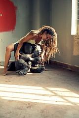 ASSOLVIMI (Greta Guidotti) Tags: light portrait woman color window female donna colore finestra embrace dreads statua ritratto luce interno abbraccio