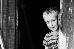 Ele me olhava como se quisesse dizer algo. (Francine de Mattos) Tags: portrait retrato francinedemattos fotografeumaideia