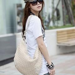 กระเป๋าสะพายข้างผู้หญิงรุ่นใหม่หนังสานทรงรีสวยมาก นำเข้า IS169 ราคา625บาท กระเป๋าสะพาย ข้างสไตล์แฟชั่นเกาหลีของผู้หญิง อินเทรนด์น่ารักแบบสะพายข้างหนังสาน จะถือไปไหนก็ดูดีน่ารักยอดฮิตของจริงสวยมากขอแนะนำ ทำด้วยหนังสังเคราะห์ทรงสวยน่ารัก สั่งพรีออเดอร์กระเป