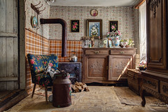 Kitch room (bestarns [www.spiritofdecay.com]) Tags: urban house leave abandoned beautiful beauty canon wonderful lost photography eos photo amazing flickr photographie place image pics spirit decay farm gorgeous great picture 7d lovely ernest exploration maison ferme marvelous magnificent decaying surrender splendid aside verlassen sebastien facebook batter laying urbex resignation urbaine abbandonato verlaten lostplace dilapidate 500px bestarns spiritofdecay