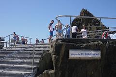 San Esteban de Pravia (Jusotil_1943) Tags: playa people escalera stair fences