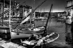 Naufrage (vedebe) Tags: noiretblanc netb nb bw monochrome bateaux port ports martigues city ville street rue urbain quai epave provence