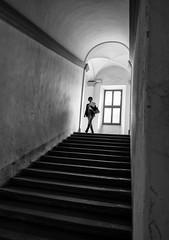Citt della Pieve (Georgie Pauwels) Tags: stairs window street candid streetphotography fujifilm blackandwhite italy cittdellapieve going light