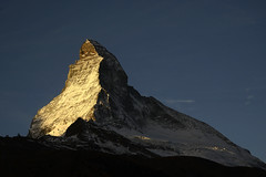 The first light... (JohannesMayr) Tags: matterhorn schweiz zermatt switzerland morgen morninglight sun sonne wallis sonnenaufgang sunrise