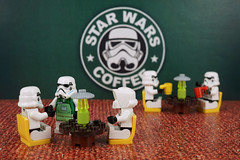 Star Wars Café (Lesgo LEGO Foto!) Tags: lego minifig minifigs minifigure minifigures collectible collectable legophotography omg toy toys legography fun love cute coolminifig collectibleminifigures collectableminifigure starwars starwar star war stormtrooper scouttrooper storm trooper scout café flickrunitedaward