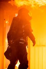 lmh-røyken031 (oslobrannogredning) Tags: bygningsbrann brann nedbrenning nedbrenningsøvelse flammer røykdykker røykdykkere røykdykking øvelse trening
